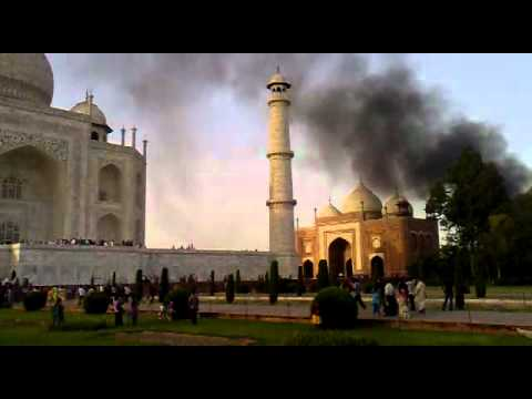 the effect of air pollution on the taj mahal Pollution is turning the taj mahal yellow, despite efforts by the indian government to control air contamination around the poignant 17th century monument and keep it shimmering white, a.