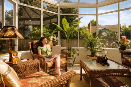 Houseplants the natural air fresheners follow green - Idee deco interieur veranda ...