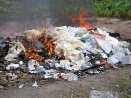 Garbage burnt in Mumbai on the roads