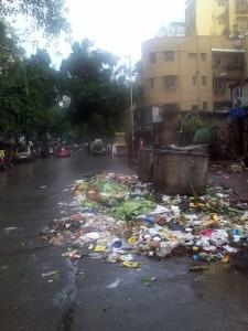 garbage on road in mumbai