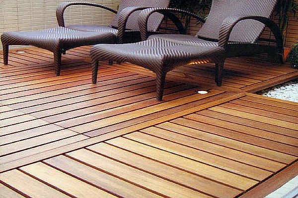 7 energy efficient and eco friendly building materials for Recycled plastic decking